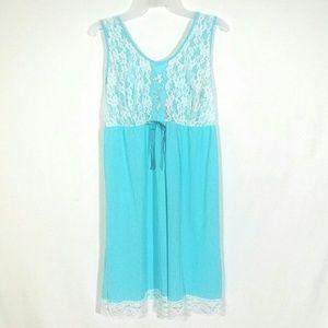 Vtg 70s blue lacy slip